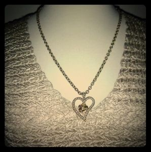 Jewelry - Vintage necklace, heart shaped pendant & chain